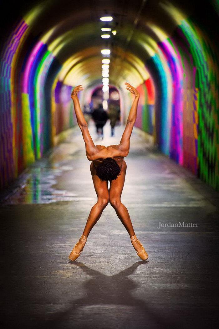 Обнаженные танцоры на улицах мегаполисов: проект Jordan Matter