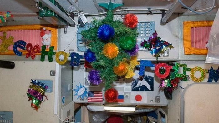 Как встречают Новый год и Рождество в космосе