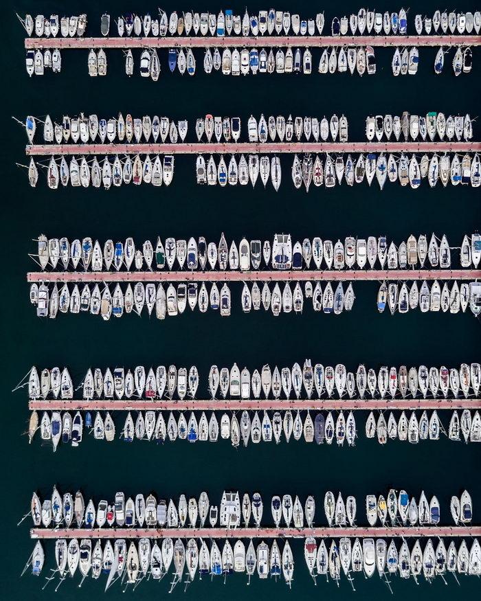 Симметрия Барселоны в снимках Marton Mogyorosy