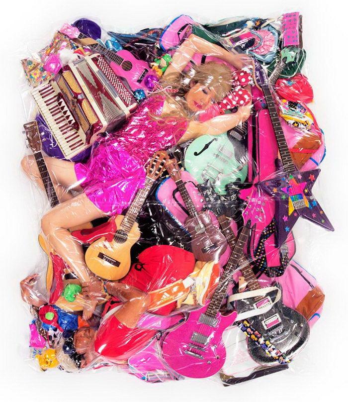 Любовь в пластиковой упаковке: фотопроект Haruhiko Kawaguchi