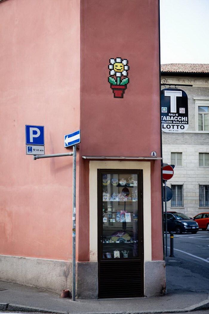Пиксельные граффити и мозаики Invader в Равенне