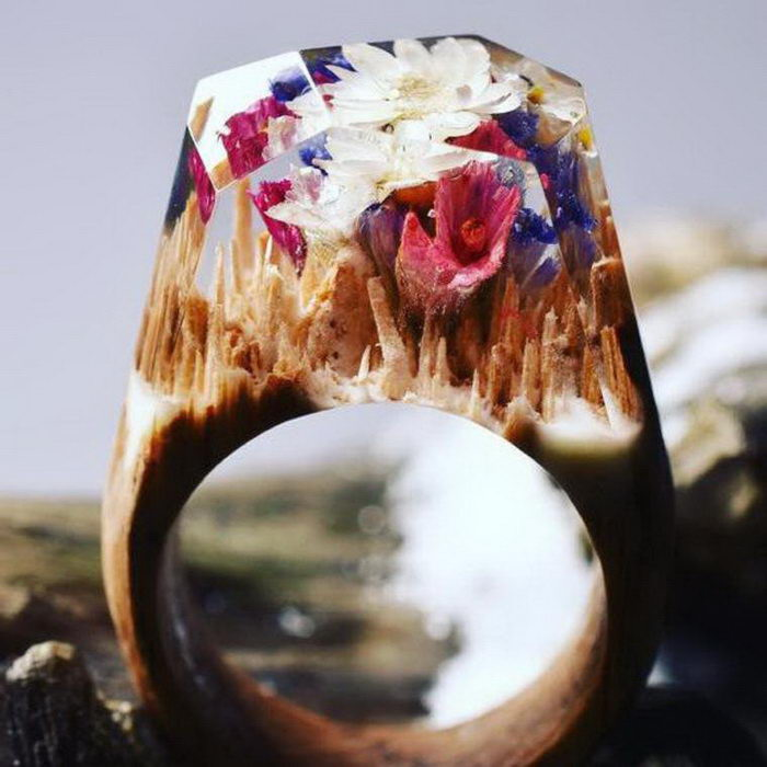 Фантазийная Вселенная в кольцах Secret Wood
