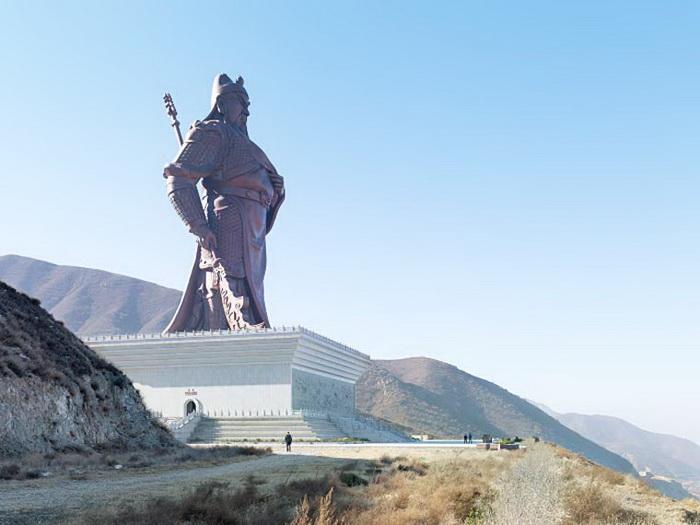 Самые большие скульптуры в мире