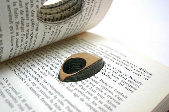 Женские украшения из старых книг в работах Jeremy May