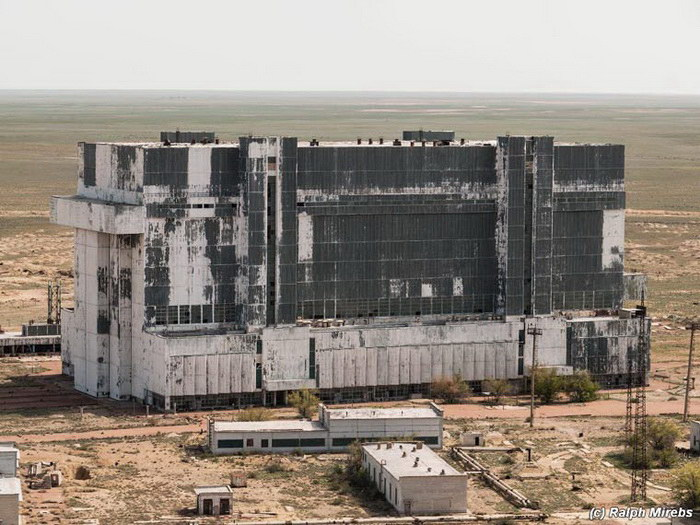 Заброшенные ангары космодрома Байконур