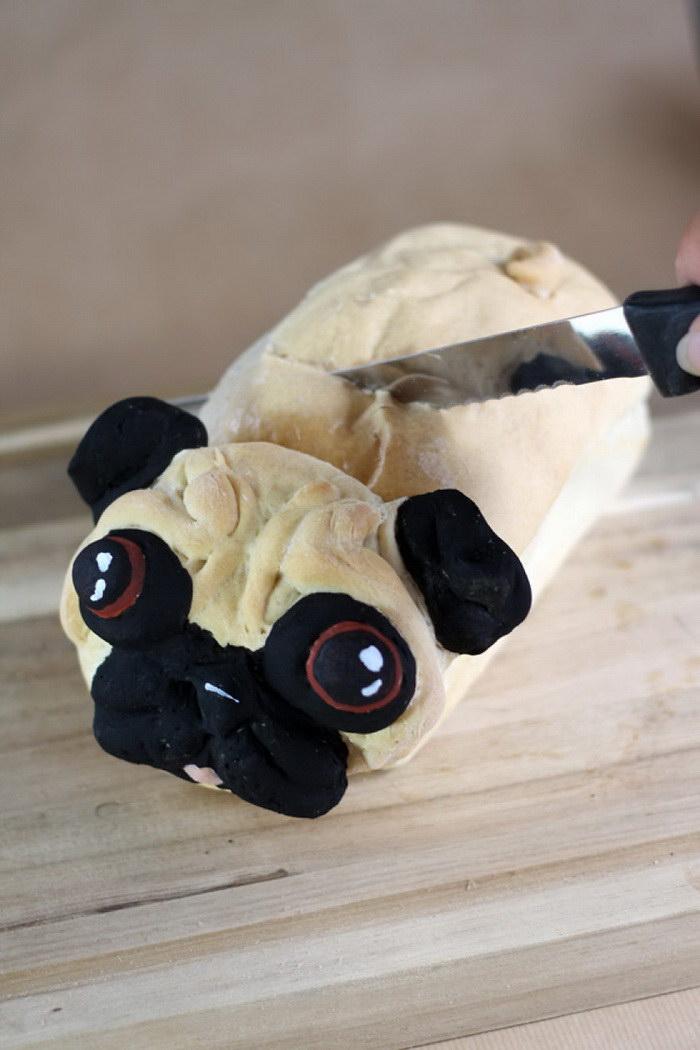 Хлеб в форме мопса