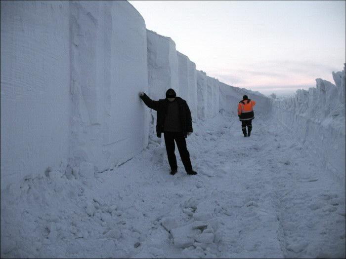 Снежные завалы Норильска