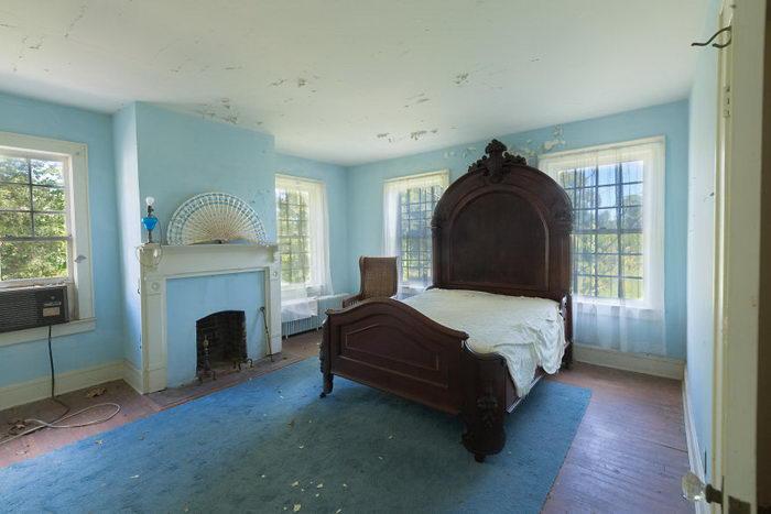 Заброшенный дом в Вирджинии в снимках Bryan Sansivero