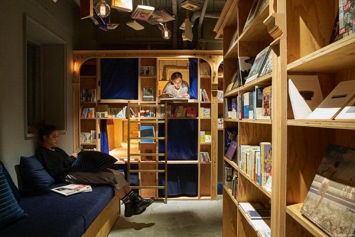 Хостел в Киото: книги, пиво и кровати