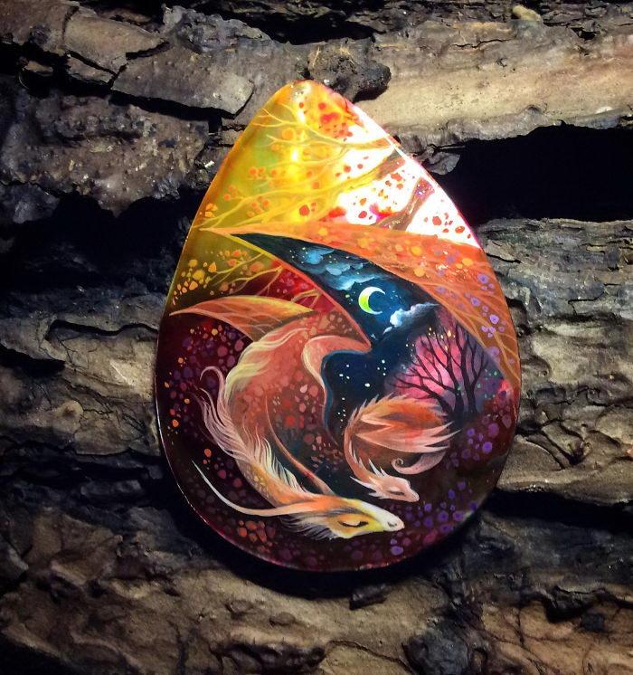 Камни-драконы, расписанные Татьяной Верховской