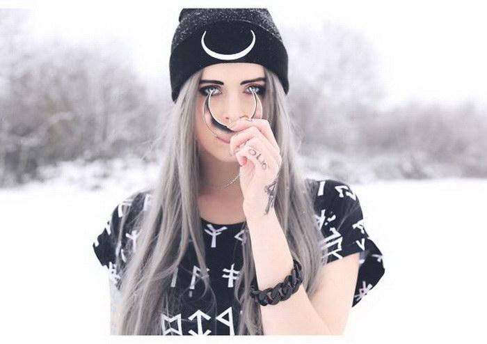 Новый модный тренд: девушки с седыми волосами