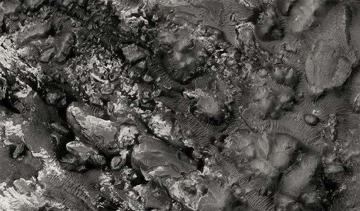 Черно-белый Марс в фотографиях Mars Reconnaissance Orbiter