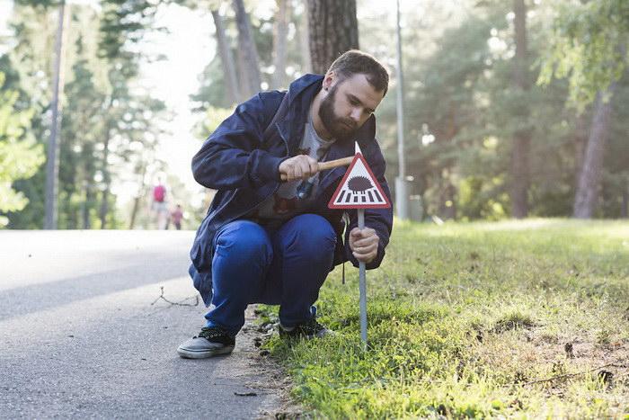 Литовцы создали маленькие обозначения на дорогах для животных