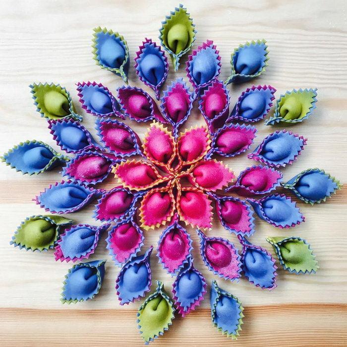 Разноцветная паста Linda Miller Nicholson