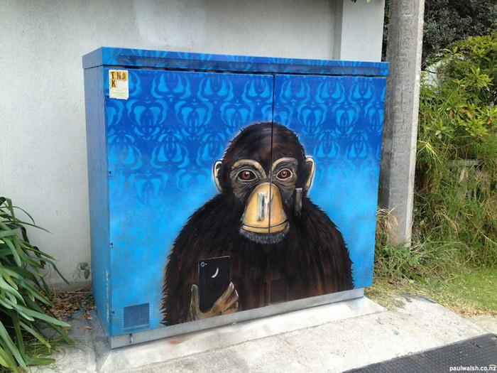 Граффити на распределительных ящиках Paul Walsh