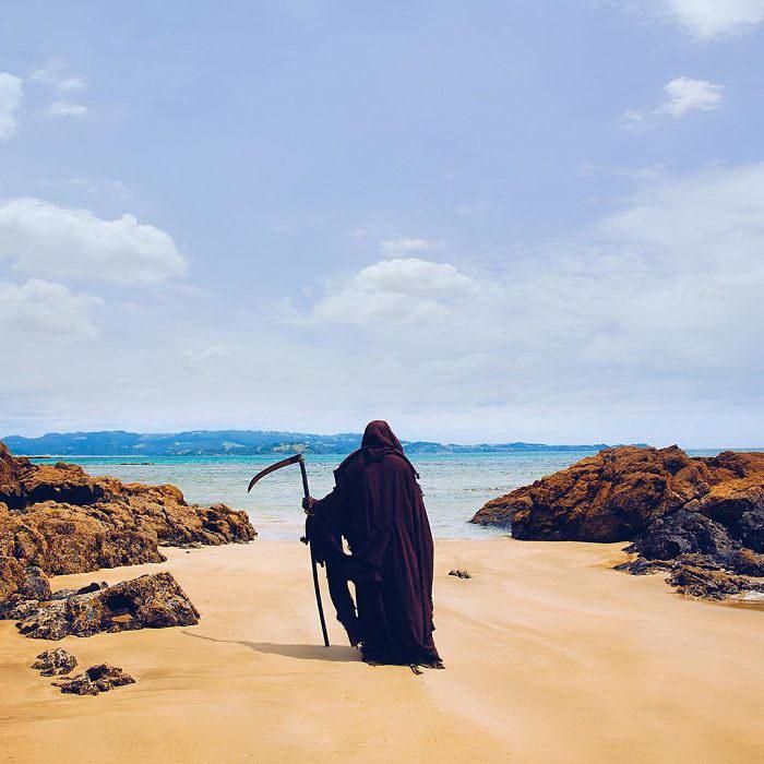 Смерть с косой в качестве спасателя Малибу: The Swim Reaper